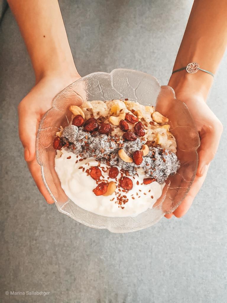 Schafmilch-Joghurt mit Früchten und Nüssen